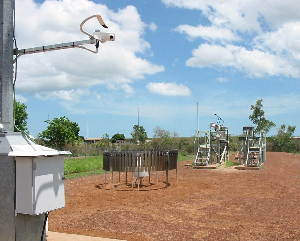 Darwin Site Instruments   A new weighing bucket rain gauge ...
