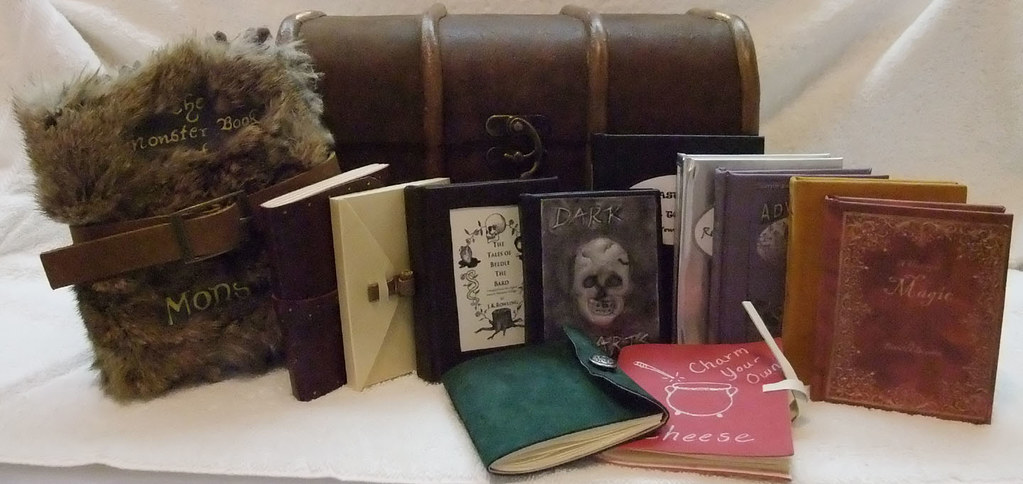 Harry Potter Book Chest : Trunk and books sm harry potter s of his