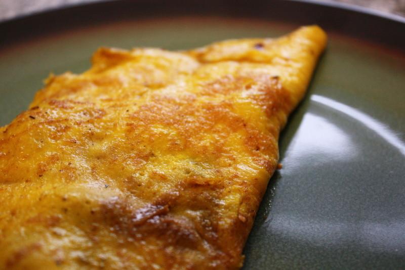 onion mushroom thyme omelet | 2-egg omelet with mushrooms, t ...