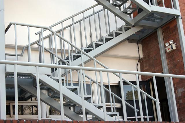 Inauguran escalera de emergencia inap la nueva for Escaleras de emergencia
