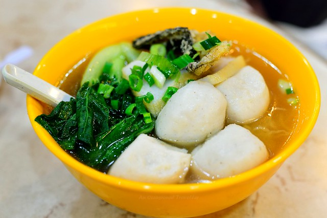 Fishball mee in clear soup