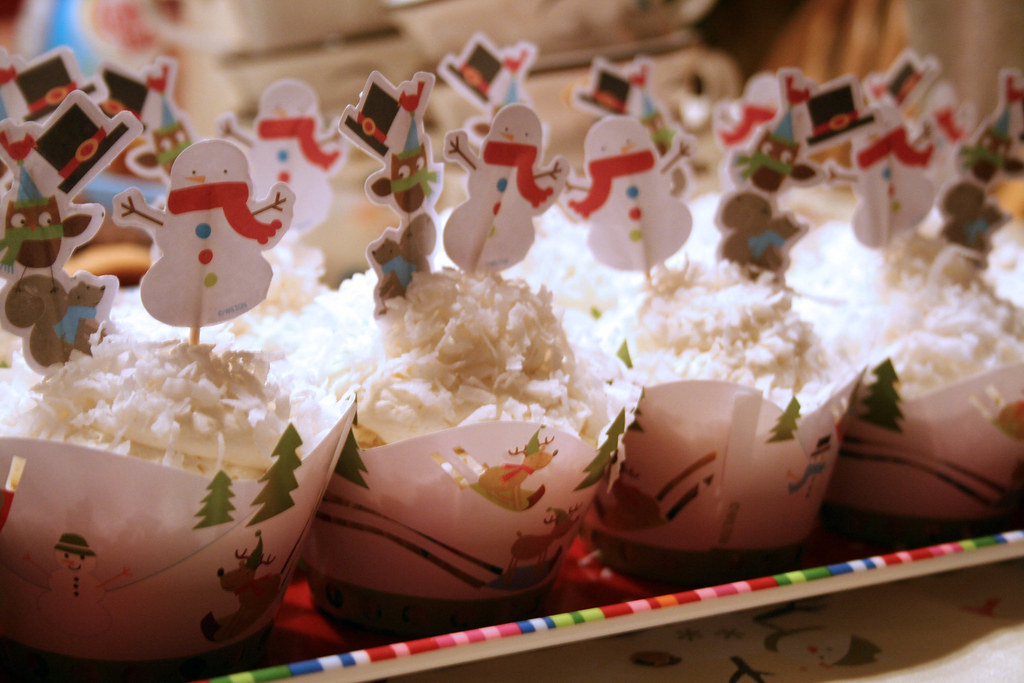 christmas eve cupcakes | Coconut cupcakes, with 7-minute ...