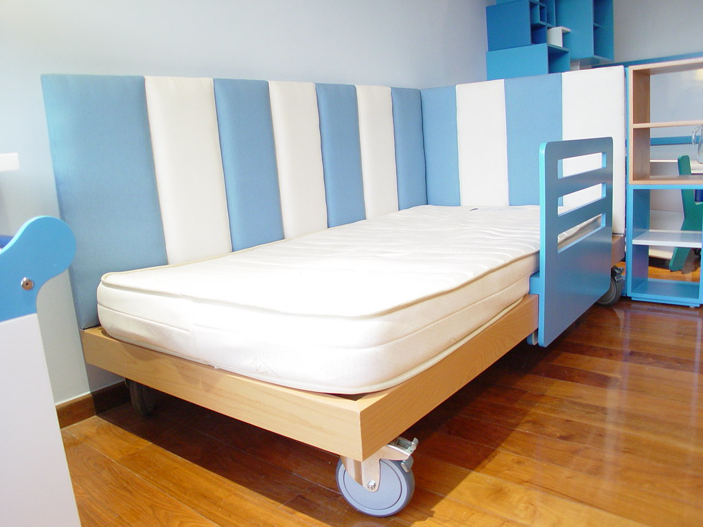 Dise o de camas infantiles cama de ni o con colchon indiv - Disenos de camas ...