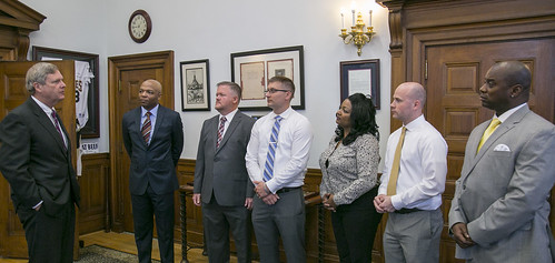 Agriculture Secretary Tom Vilsack with military veterans