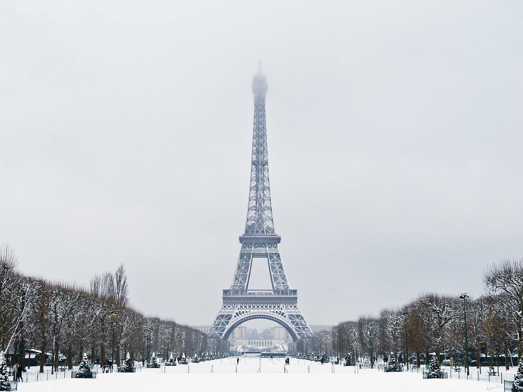 #566475 Tour Eiffel En Plaquée Neige 20 Décembre 2010 Pour  6073 decoration de noel tour eiffel 1024x768 px @ aertt.com