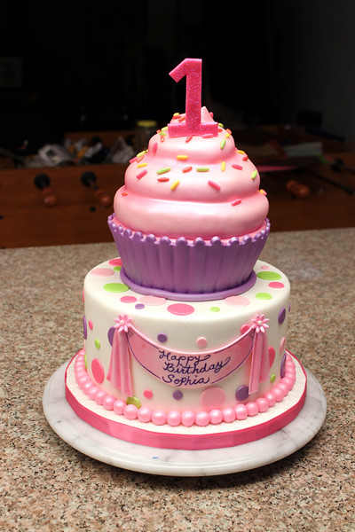 Cake With Cupcakes On Top : Cupcake Cake Huge cupcake on top of a cake, both cake ...