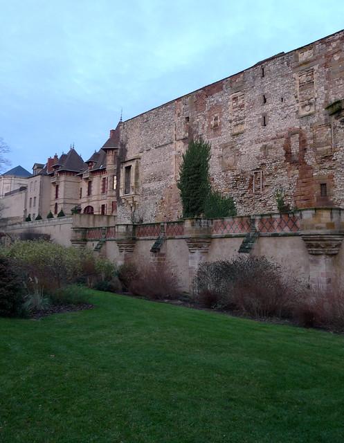 Maison mantin et mur de l 39 ancienne prison moulins allier for Ancienne maison des gardes lourmarin france