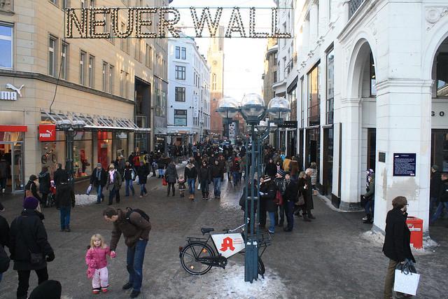 Neuer wall hamburg explore robert cutts pandrcutts 39 s for Ligne roset hamburg neuer wall