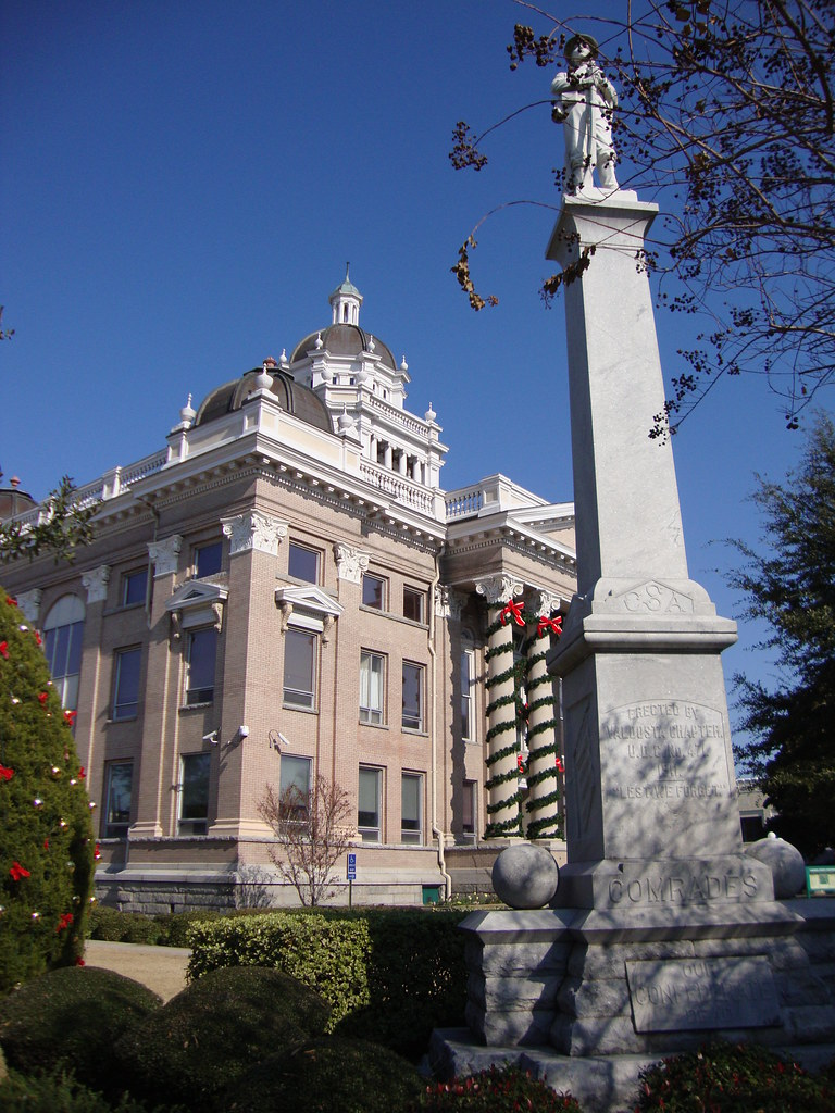 Lowndes County Courthouse And Civil War Monument Valdosta