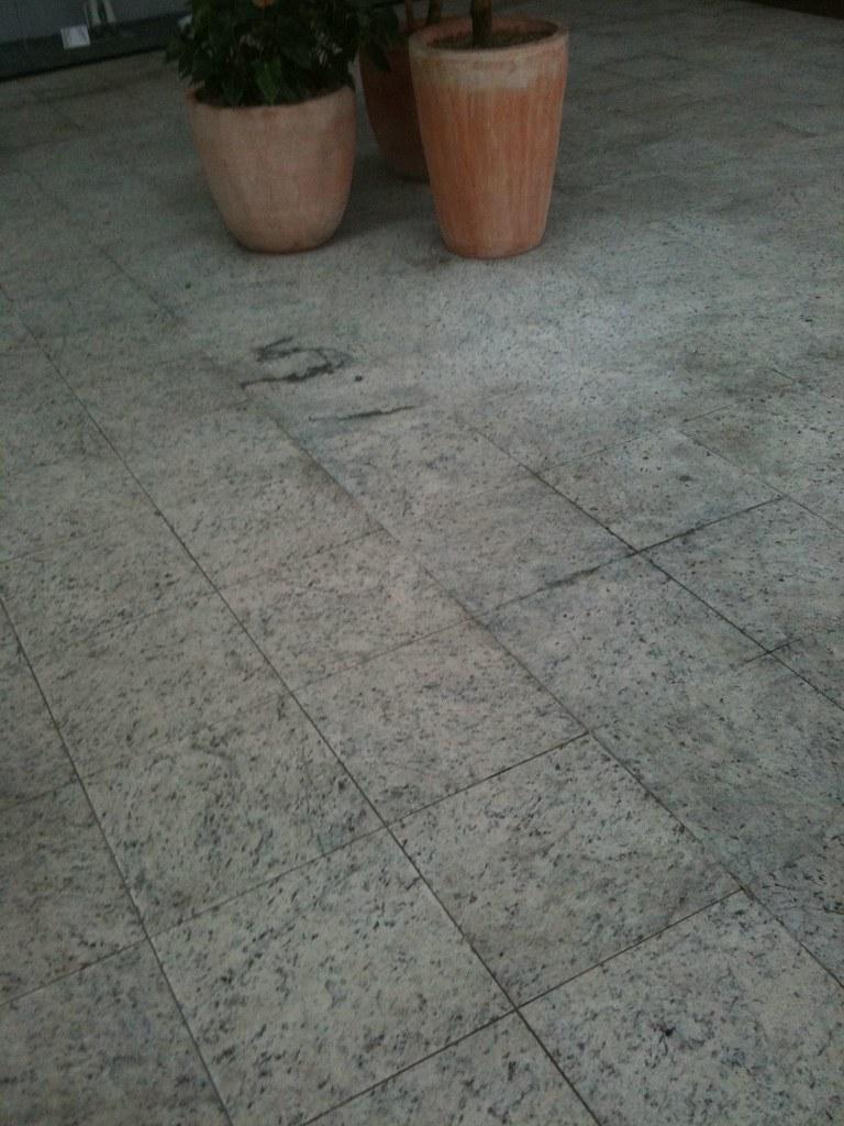 Photo piso de granito branco dallas texturizado piso for Modelos de granitos para pisos