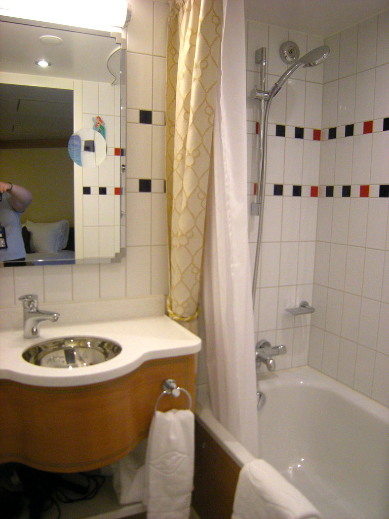 Disney Bathroom Disney Dream Stateroom 8504 Bathroom Deluxe Oceanview Flickr