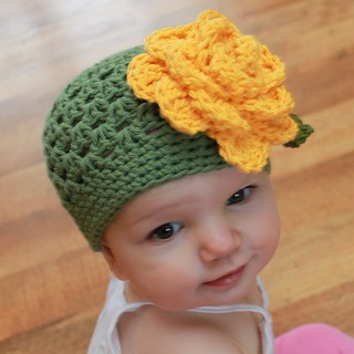 Lace beanie with Rose Crochet Pattern | by Easymakesmehappy