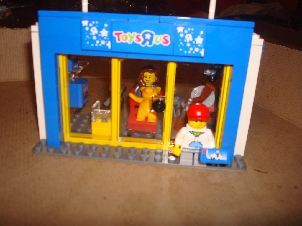 Toys r us lego truck set toys r us store done for Cuisinette toys r us