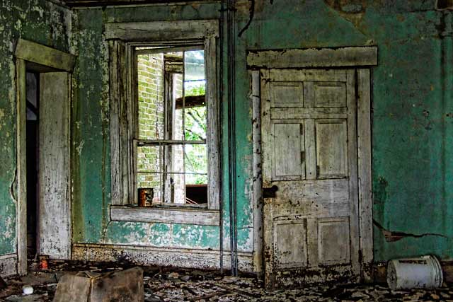 how to get permission to photograph abandoned buildings