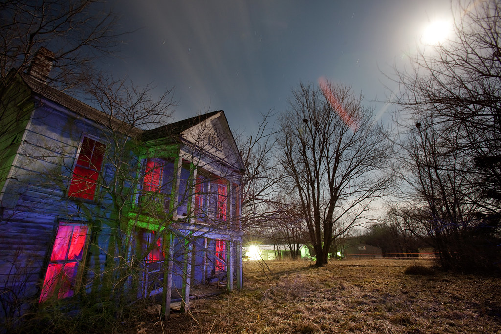 Old house moonlight old house near fulton missouri in for Classic 90s house samples