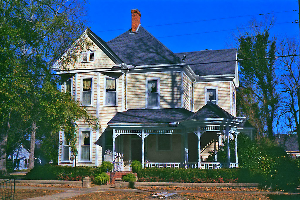 Victorian queen anne style house in selma alabama for Queen anne style