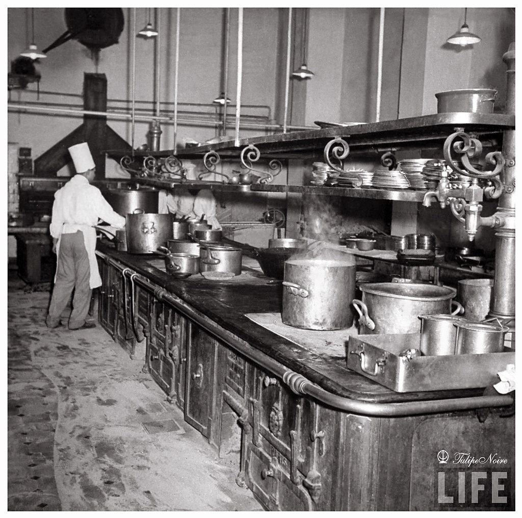 Interior Of The Kitchen At Shepheard's Hotel In 1942