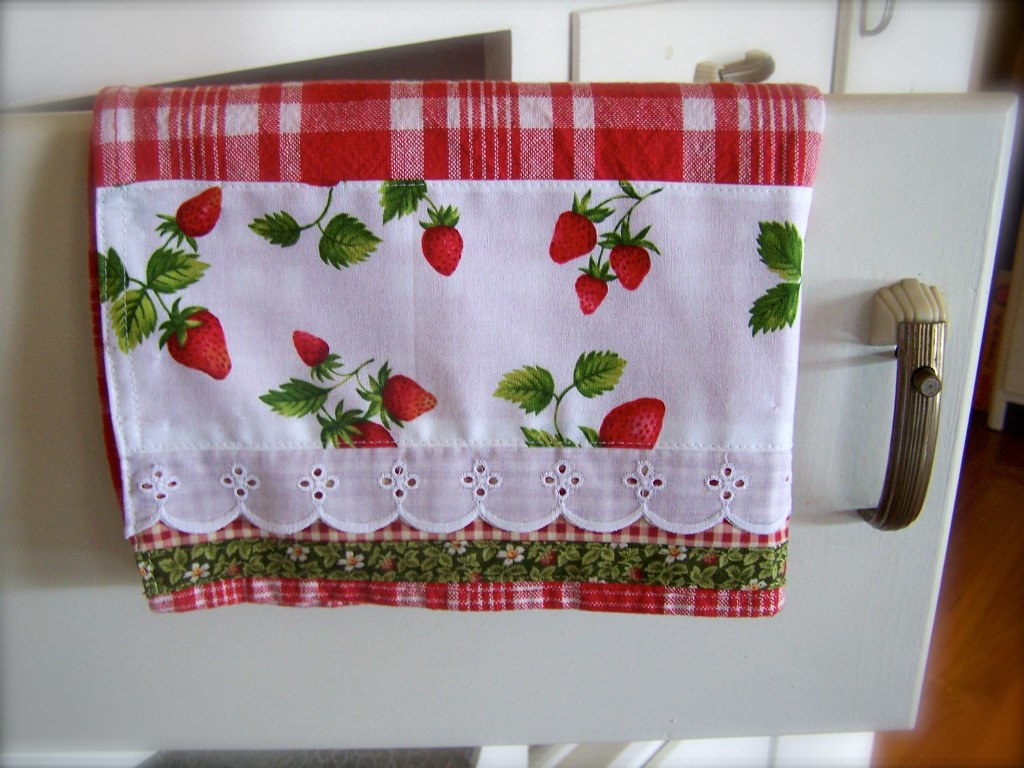 strawberry kitchen accessories strawberry kitchen decor this strawberry tea towel 2578