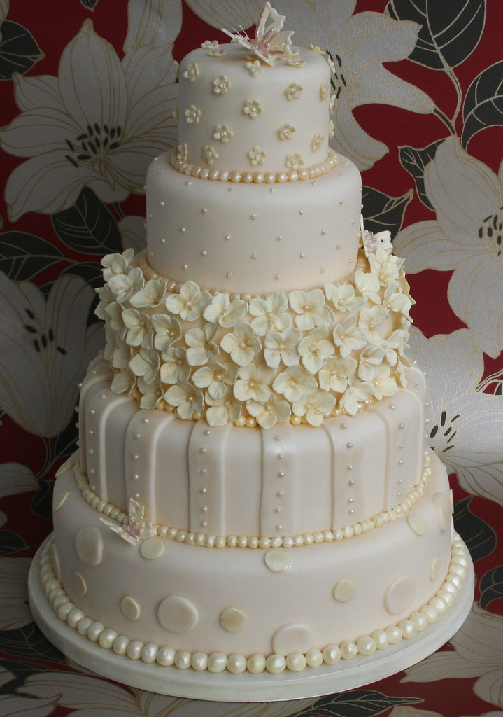 cream wedding cakes pictures ivory and wedding cake a dummy i ve just finished 13067