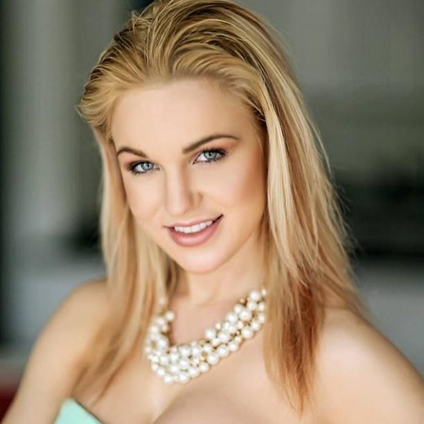 4 Beauty Models: Beautiful #blonde #models Joanne In #Chicago #ModelBuzz #B
