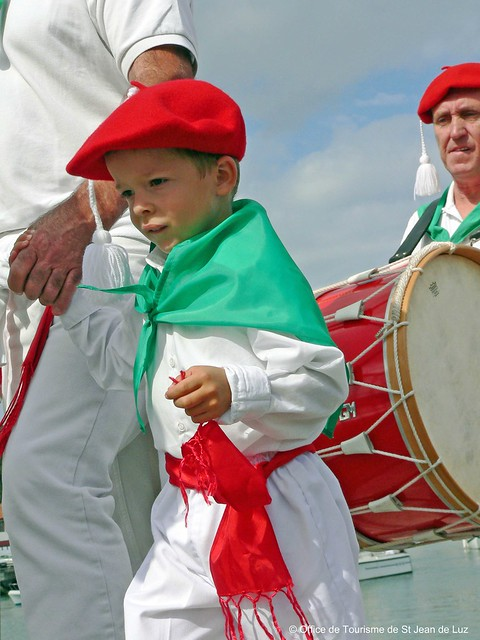 Enfant en tenue traditionnelle office de tourisme de saint jean de luz flickr photo sharing - Office tourisme saint jean de luz ...
