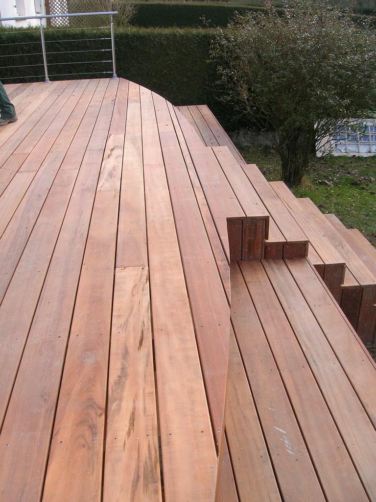 terrasse en bois exotique en muiracatiara sur pilotis renn. Black Bedroom Furniture Sets. Home Design Ideas