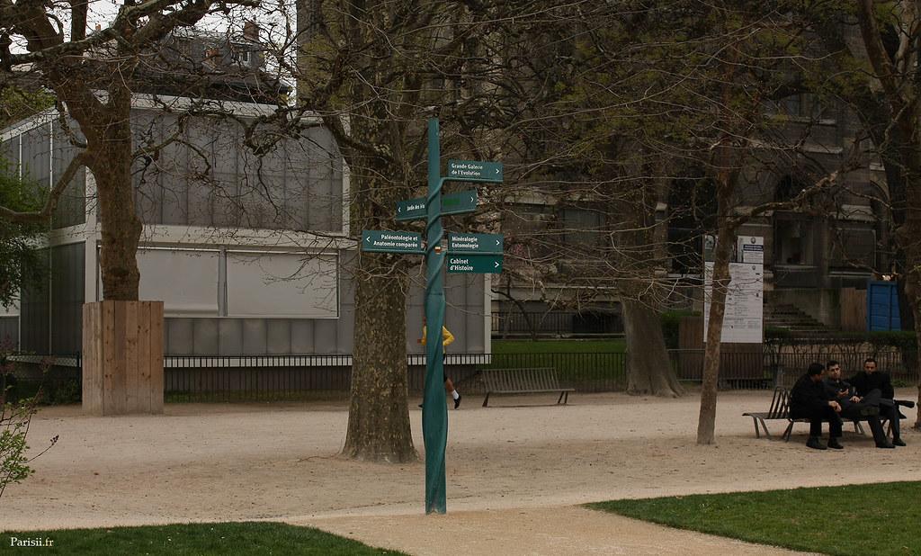 La signalétique du Jardin des Plantes est originale et en adéquation avec son environnement