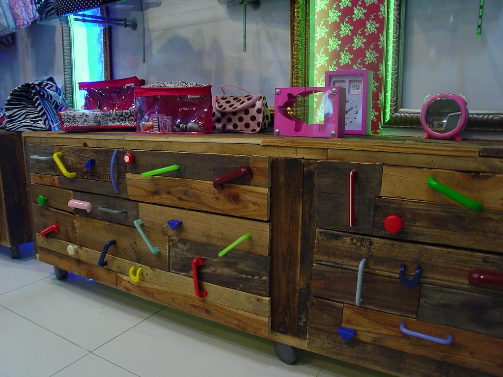 Fabricacion De Muebles Mobiliario Para Tiendas Y Locales