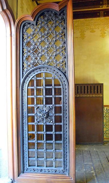 Puerta hierro forjado casa amatlle flickr photo sharing for Modelos de puertas metalicas
