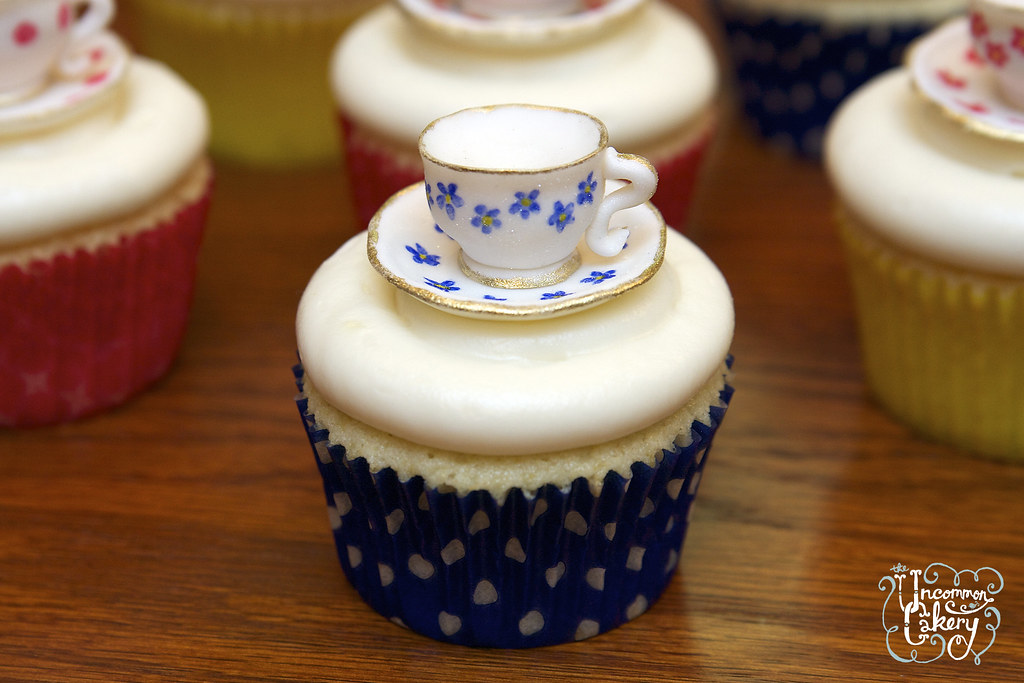 Hand Painted Cake Dome Dasies