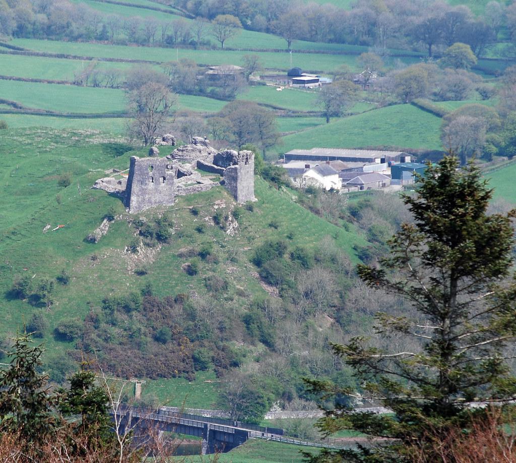 Dryslwyn Castle from Paxton's Tower, Llanarthne, Carmarthe ... | 1024 x 918 jpeg 391kB