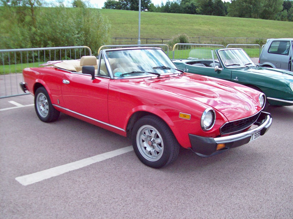 besides Fiat Brochure in addition Px Fiat Spider C C L C Bj Sp likewise Boot as well Fiat Spider Convertible For Sale. on 1983 fiat pininfarina spider