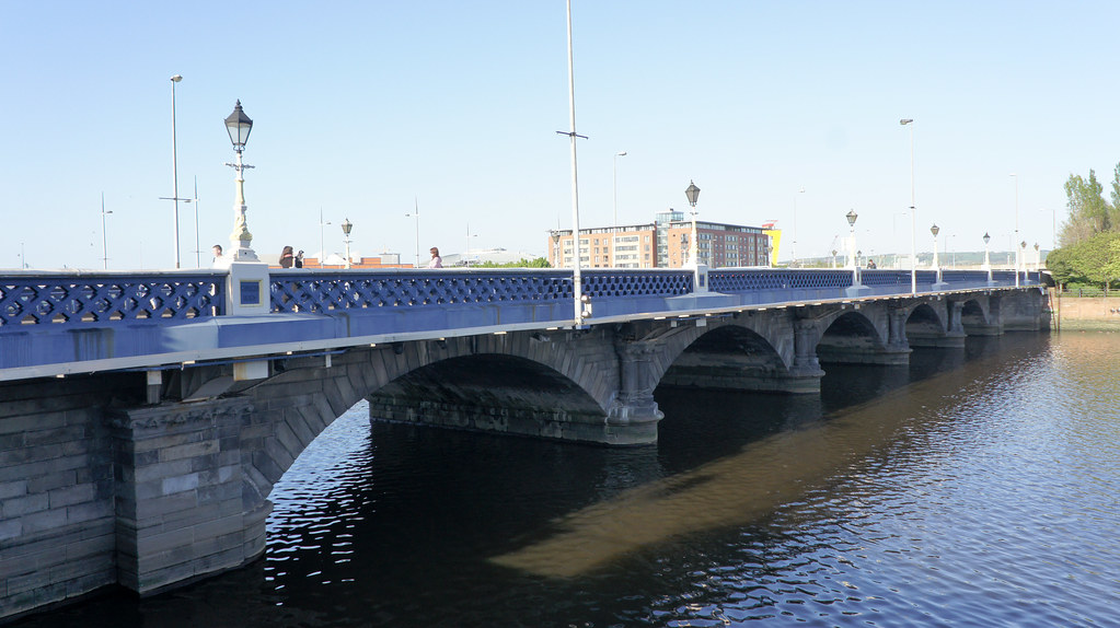 2011 PHOTOGRAPH OF QUEENS BRIDGE IN BELFAST 008