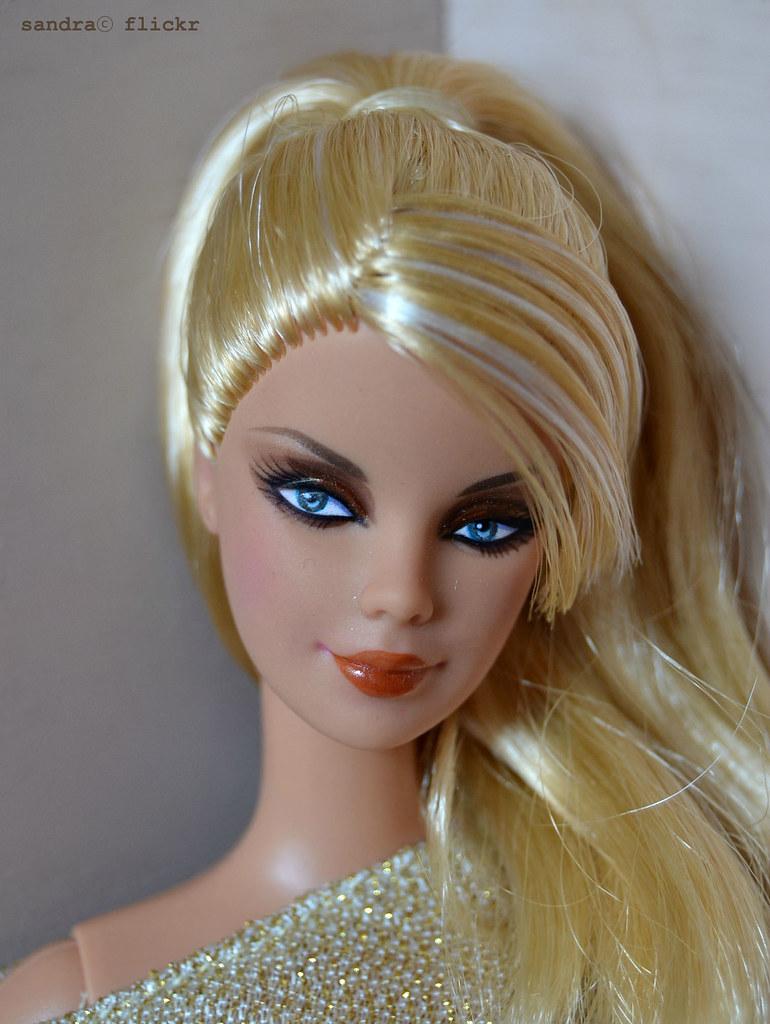 Repainted top model resort barbie sandra bonequea for Hotel barbie