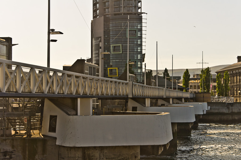 2011 PHOTOGRAPH OF THE EARLIER VERSION OF THE LAGAN WEIR 003