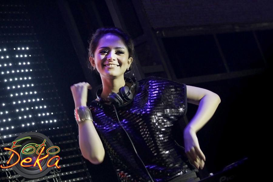 DJ Yasmin | Fahria Yasmin in Auto Black Through Djarum ...