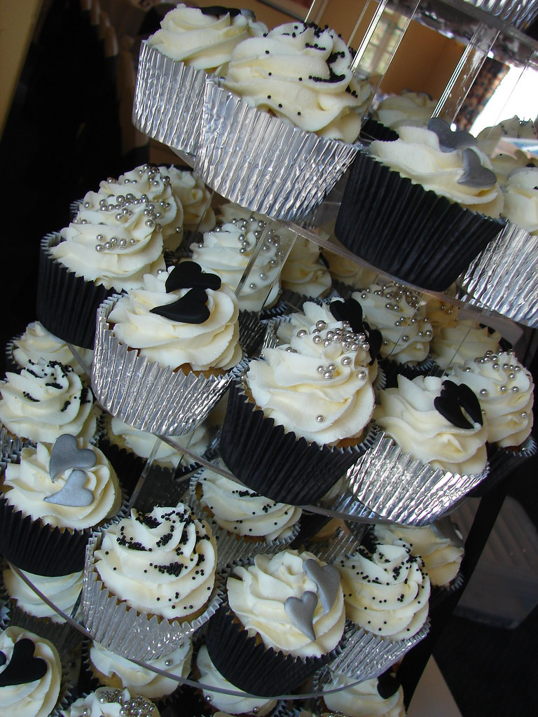 Black Silver Amp White Wedding Cucpake Tower Nom Nom
