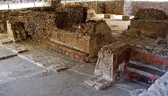 Templo mayor en la casa de las aguilas banquetas con per - La casa de las angulas ...
