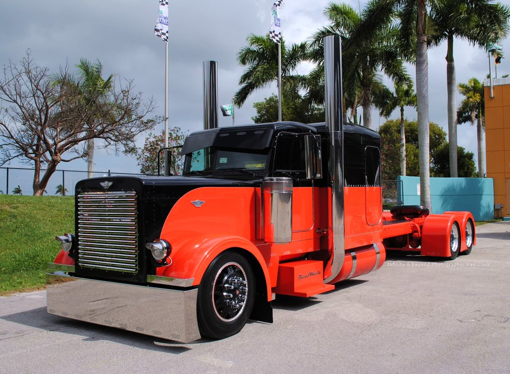 Custom Harley-Davidson Peterbilt Big-Rig Truck | Orange ...