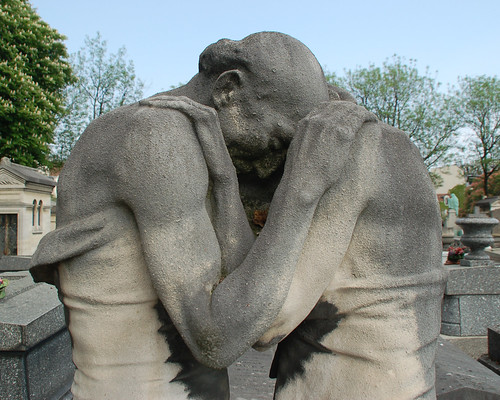 Couple embracing - cemetery statue | by Monceau