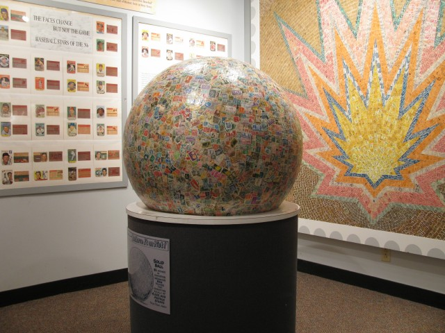 Image_world's_largest_stamp_ball