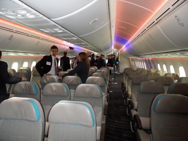 Boeing 787 dreamliner interior flickr photo sharing for Interior 787 dreamliner
