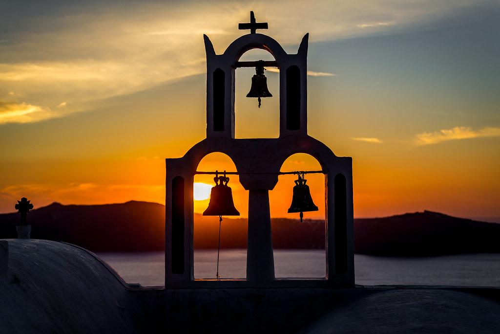 Giật chuông nhà thờ để làm gì?