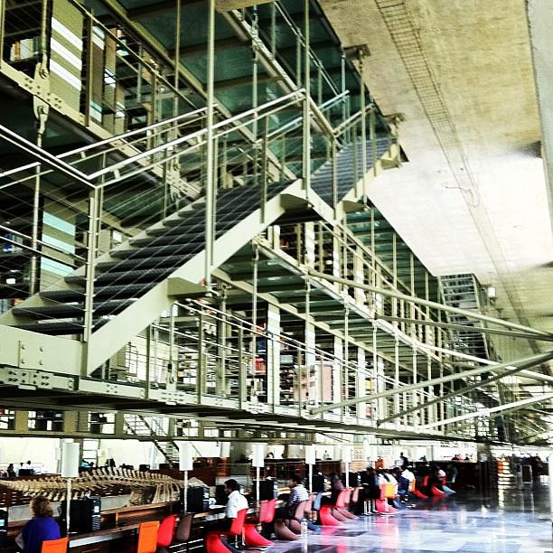 escaleras biblioteca