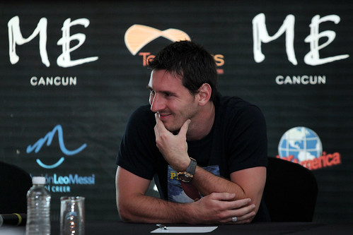 Lionel Messi with children of CRIT in Cancun | by Hugo Ortuño Suárez