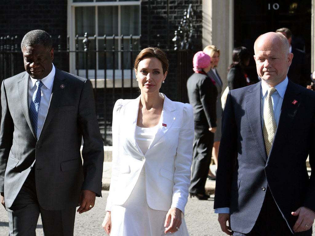 Angelina Jolie comes to 10 Downing Street calling for an e ...