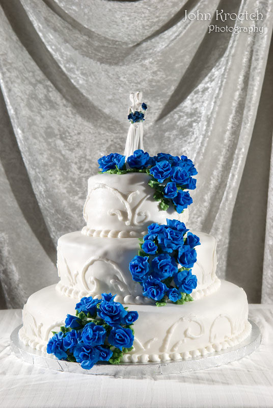 wedding cake with blue roses white wedding cake with blue fondant flowers a beautiful 26830