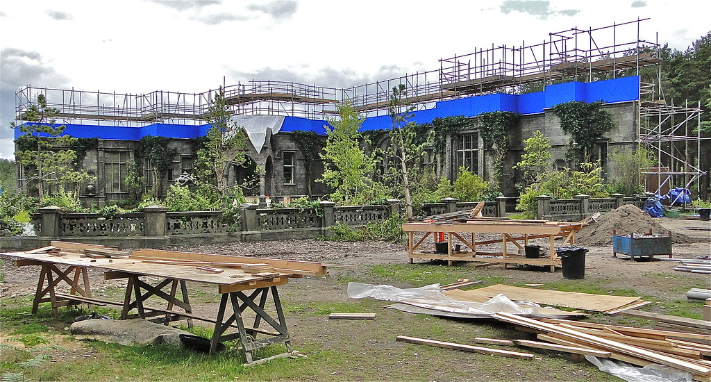 Dark Shadows Film Set | Construction of Collinwood Manor con ... Johnny Depp