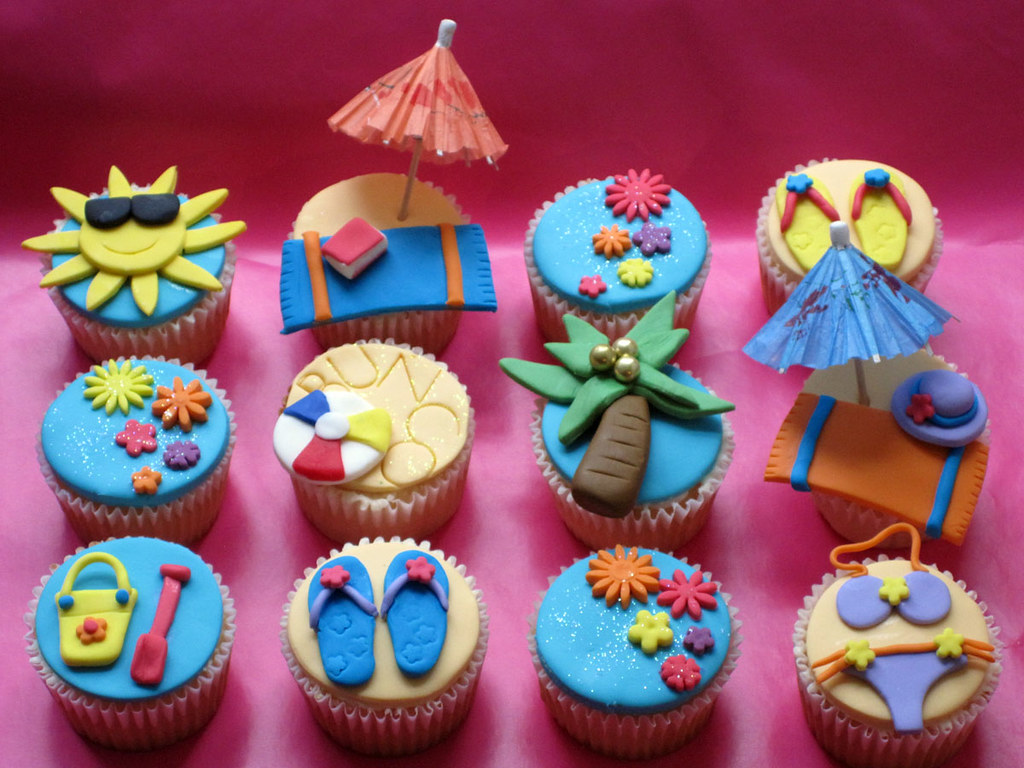 Beach Themed Bunco Party Cupcakes  Vanilla cupcakes with a ...