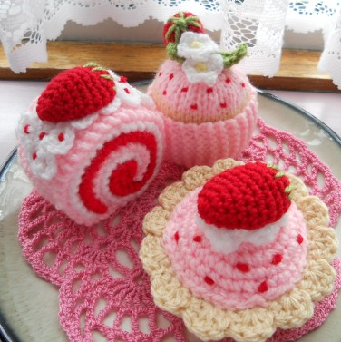 Free Cake Knitting Patterns : knit & Crochet Strawberry Cakes sophiecat91 Flickr